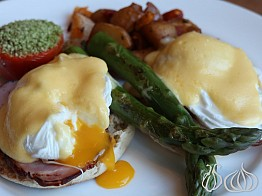 Breakfast at The Marriott Essex House NYC: The Best Eggs Benedict!