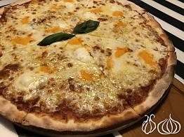 Volare: Good Pizza in a Strange Restaurant