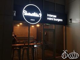 Smokin'9: Dubai's Intense Mini Burgers
